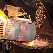 Den Holzkohlengrill für direkte und indirekte Hitze vorbereiten