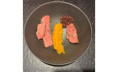 Dry Aged Porterhouse | Püree von der Süßkartoffel | Confit von der Roten Zwiebel