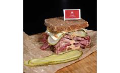 Pastrami Reuben-Sandwich