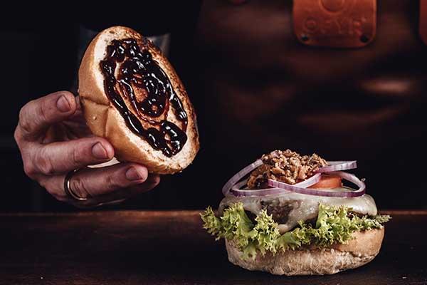 Eine BBQ Sauce sollte auf keinem Burger fehlen