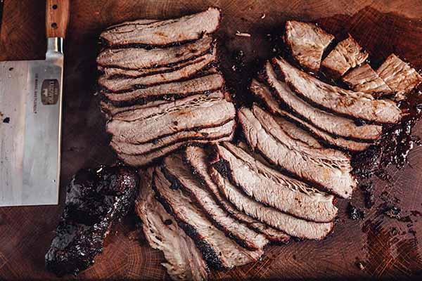 Eine als Brisket zubereitete Rinderbrust von DER LUDWIG