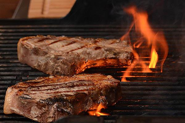 Dry Aged Steaks auf dem Grill