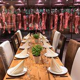 Steakschaft-Schluechtern-Tisch-gedeckt