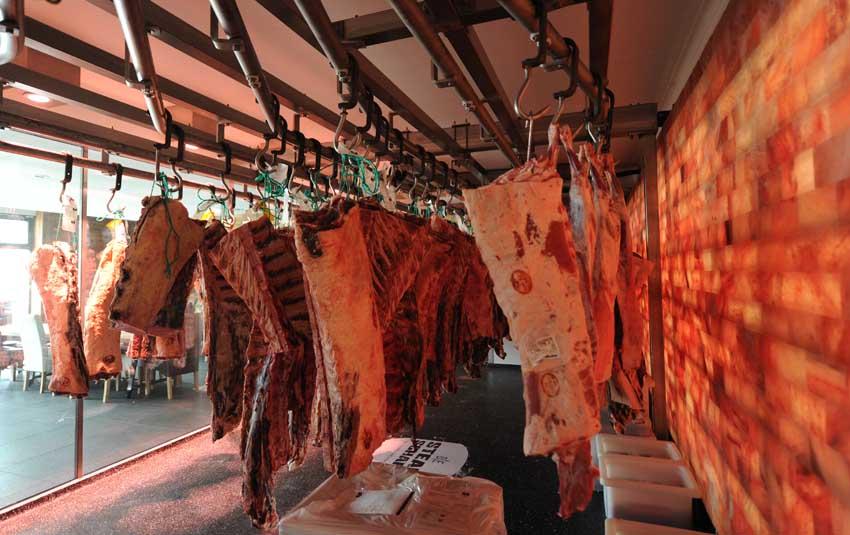Die Carnothek in der Steakschaft - in dieser Salzreifekammer werden die Steaks veredelt