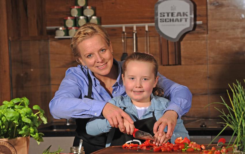 Kinder in der Küche: 8 Tipps für den Umgang mit dem Messer